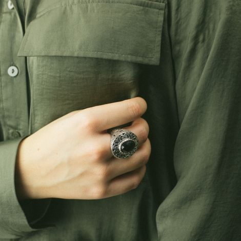 Silver & facets onyx ring