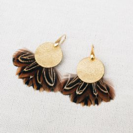 PHADREA gold earrings with feather and leather -