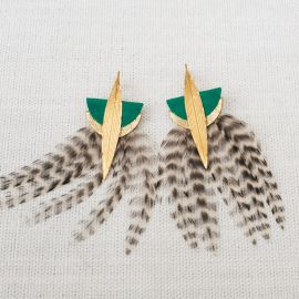 LYRE Green earrings with feather and leather -