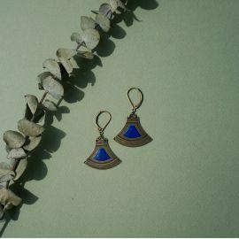 Boucles d'oreilles dormeuses Massai bleu Klein - Amélie Blaise