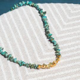 collier court turquoise pépites dorées à l'or fin - Olivolga Bijoux