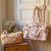 Aujourd'hui, on craque pour les sacs imprimés roses de la marque Jamini. Des sacs qui mettent en avant le savoir-faire traditionnel indien. 💭Qu'attendez-vous pour vous les procurer ? 😍#olivolga#olivolgabijoux#olivolgajewellery#2021#pictureoftheday#jewelslovers#newcollection#jamini#sac#totebag#color#coloré#sacamain#savoirfaire